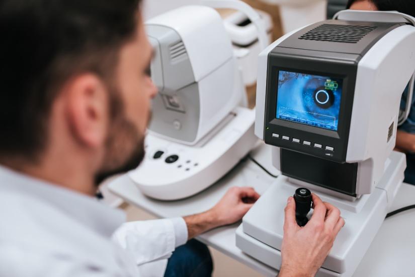 בדיקות ראייה מתקדמות - בדיקת רשתית OCT, בדיקת קרקעית העין, ומיפוי קרנית