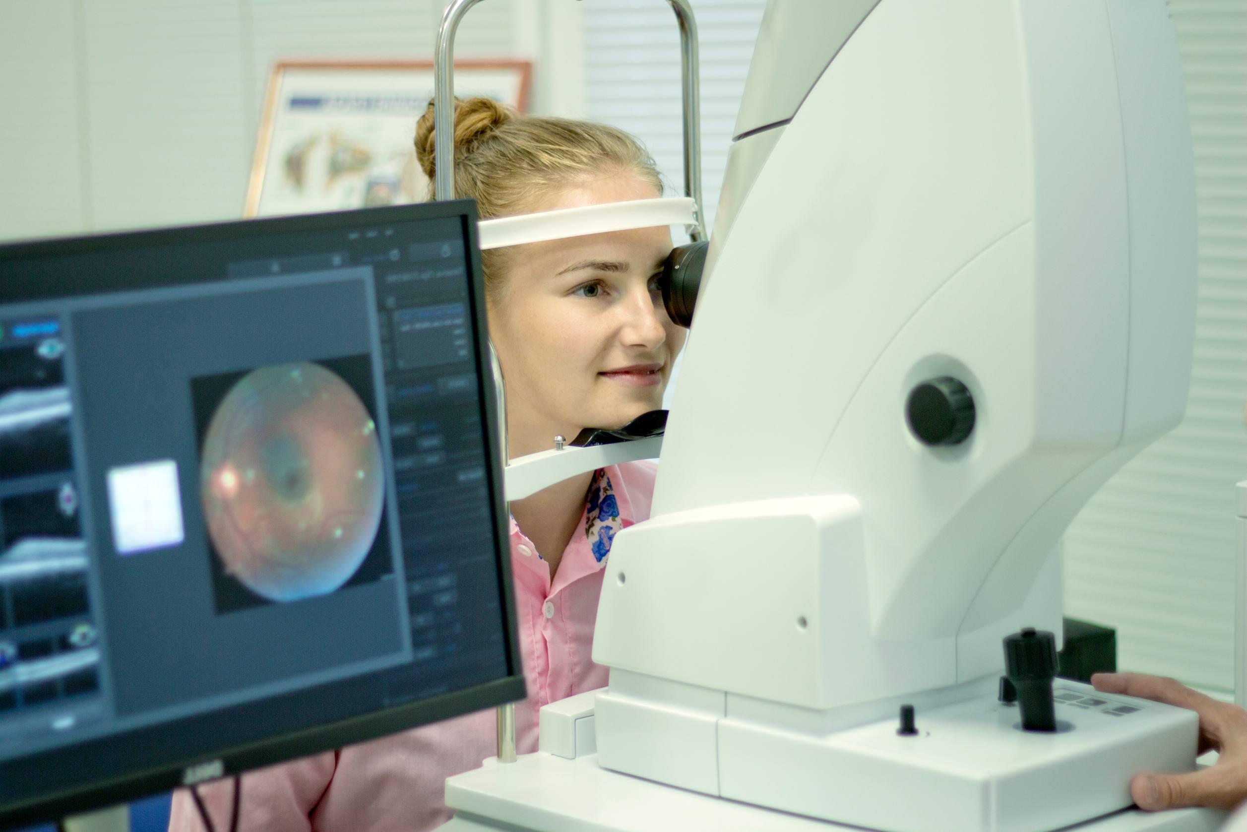 צילום פונדוס - בדיקת קרקעית העין
