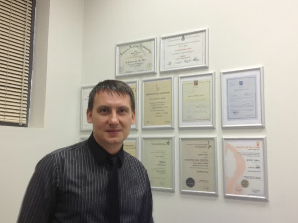"""ד""""ר ויטלי מן - רופא עיניים מומחה למחלות וניתוחי קרנית"""